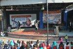 An emerging artist, Suhail Rumi, performing during the fund raiser