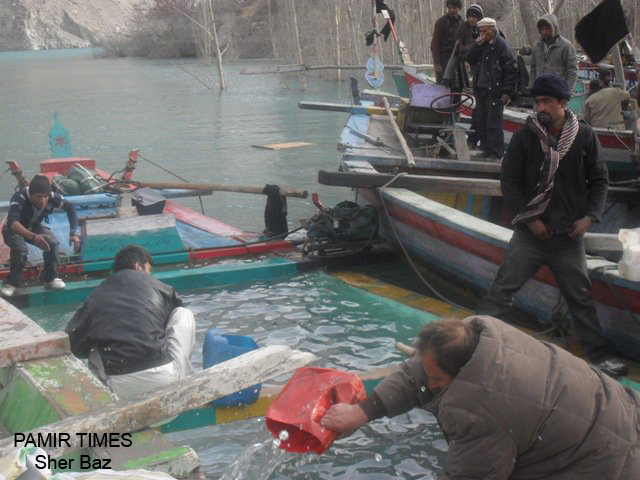 Commuters stranded as Gojal Lake water freezes | PAMIR TIMES