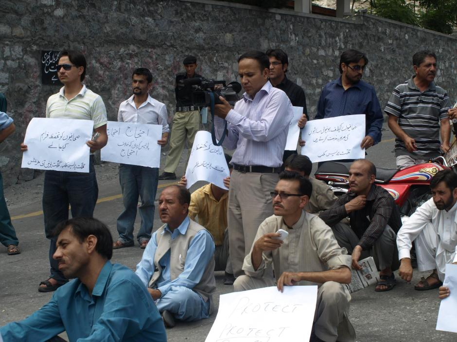 Gilgit: Journalists protesting against cases of harassment